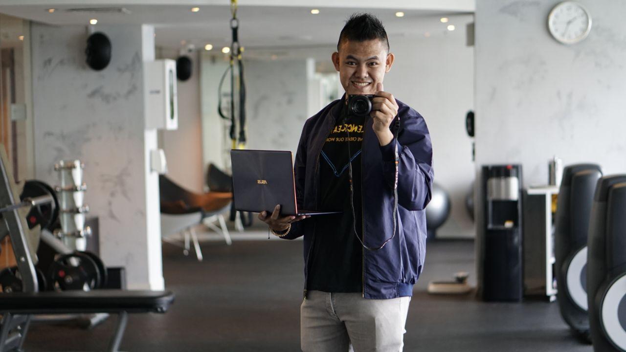 ASUS ZenBook 3 Deluxe Laptop Tipis Dengan Performa Hebat