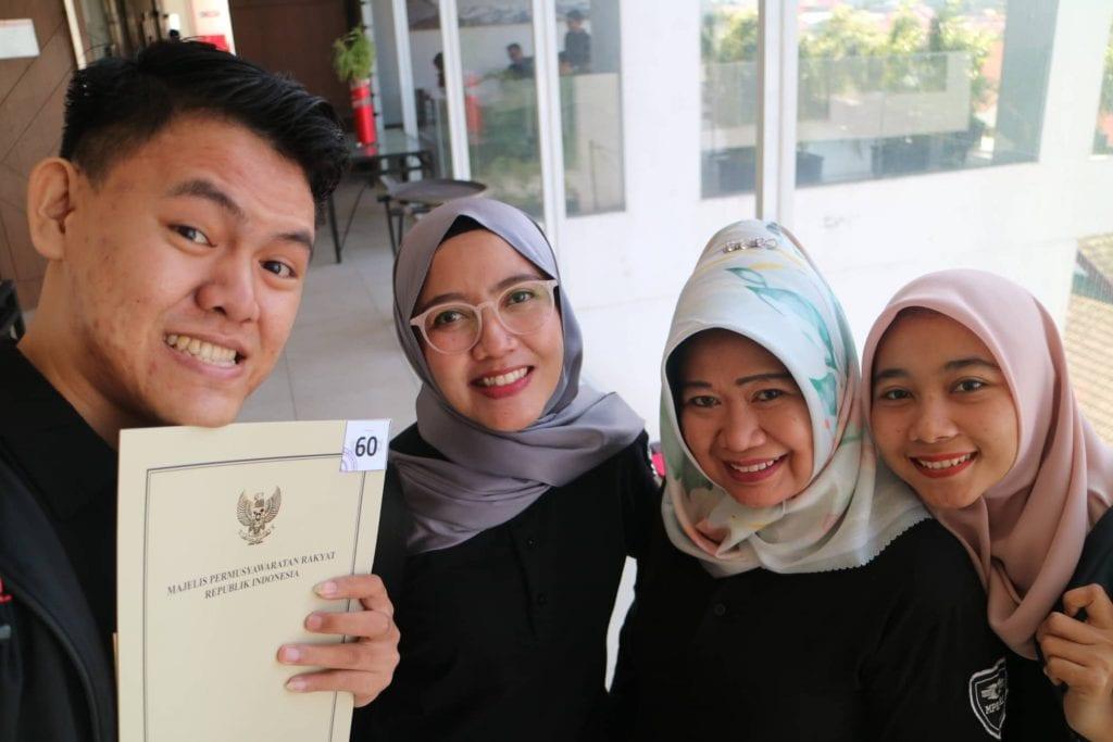 Ngobrol Bareng MPR RI & Netizen Jambi - Selfie Bareng Siti Fauziah