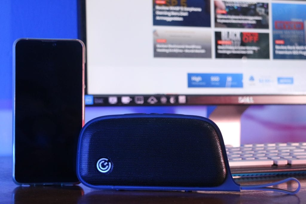 Review SonicGear Moby P5000 Bluetooth Speaker Portable - Desain Tampak Depan