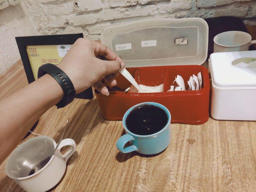 RetroPoint BnB Guest House Murah Di Bandung - Tempat Minum Teh dan Kopi Gratis Sepuasnya