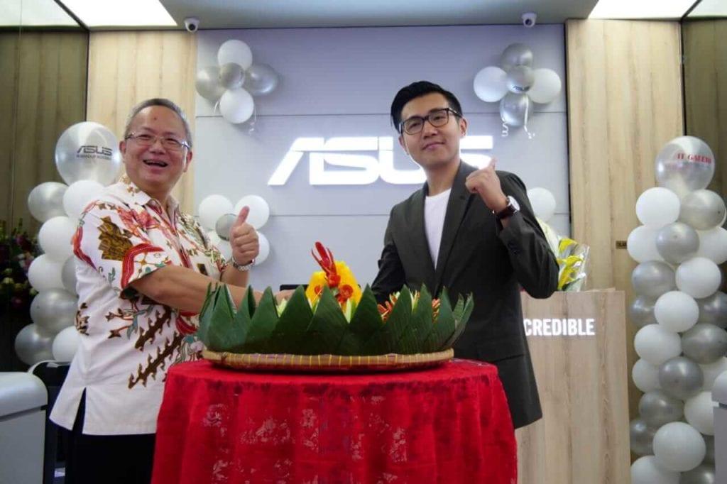 ASUS Resmi Buka ZenBook Store Pertama di Indonesia - Foto Barsama Mr Jo & Mr Jimmy Lin Peresmian ASUS ZenBook Store Baru