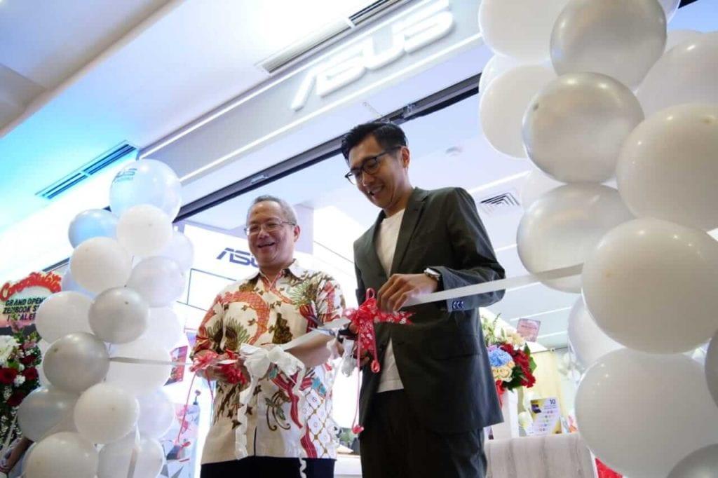 ASUS Resmi Buka ZenBook Store Pertama di Indonesia - Mr Jo & Mr Jimmy Lin Potong Pita