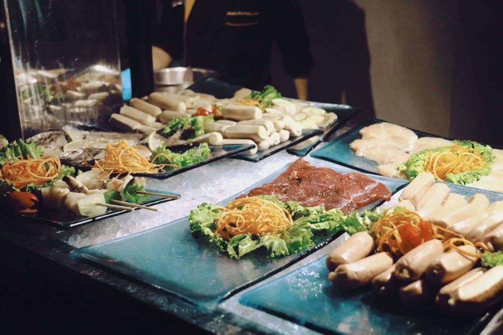Menginap Semalam Di Hotel Heritage Savoy Homann Bandung - BBQ All You Can Eat