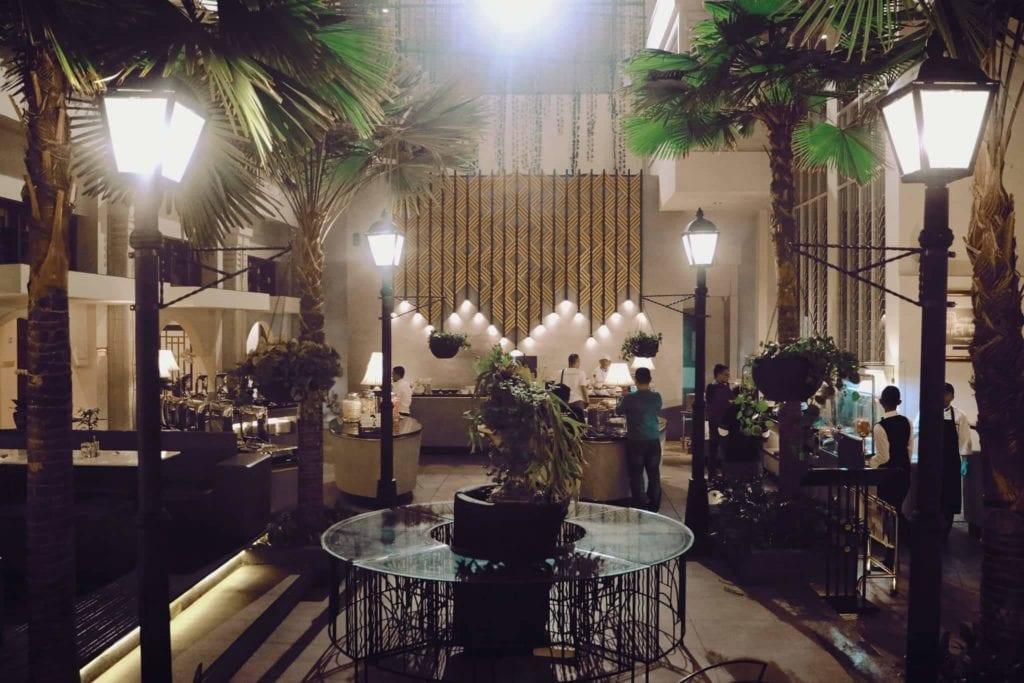 Menginap Semalam Di Hotel Heritage Savoy Homann Bandung - Garden Restaurant