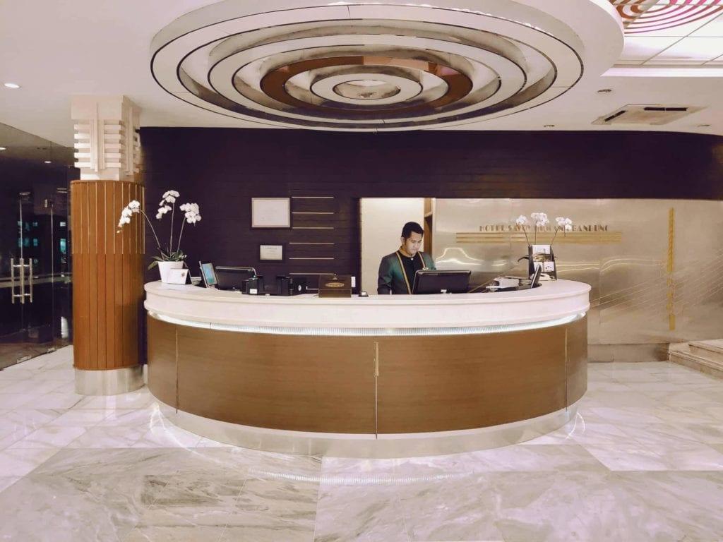 Menginap Semalam Di Hotel Heritage Savoy Homann Bandung - Receptionist