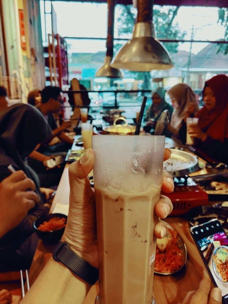 Nyobain Makanan Korea di Fat Oppa Bandung - Es Coklat