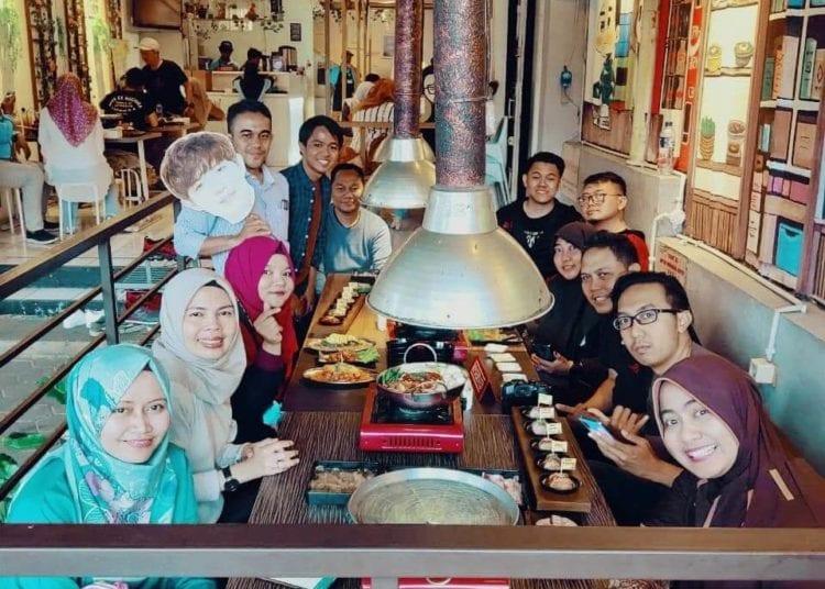 Nyobain Makanan Korea di Fat Oppa Bandung - Foto Bersama Blus Community