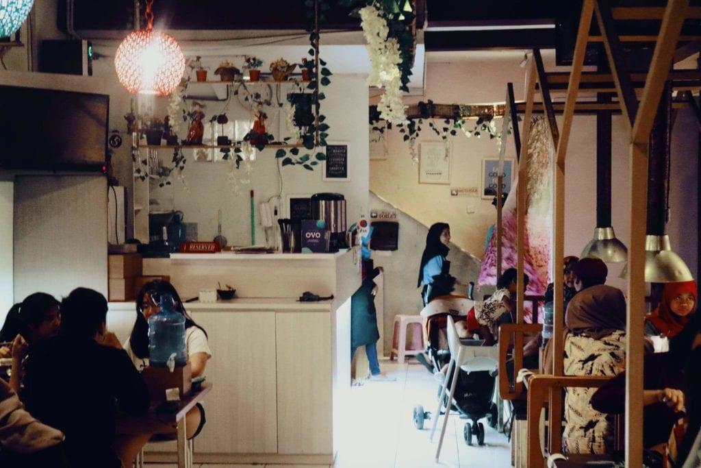 Nyobain Makanan Korea di Fat Oppa Bandung - Interior