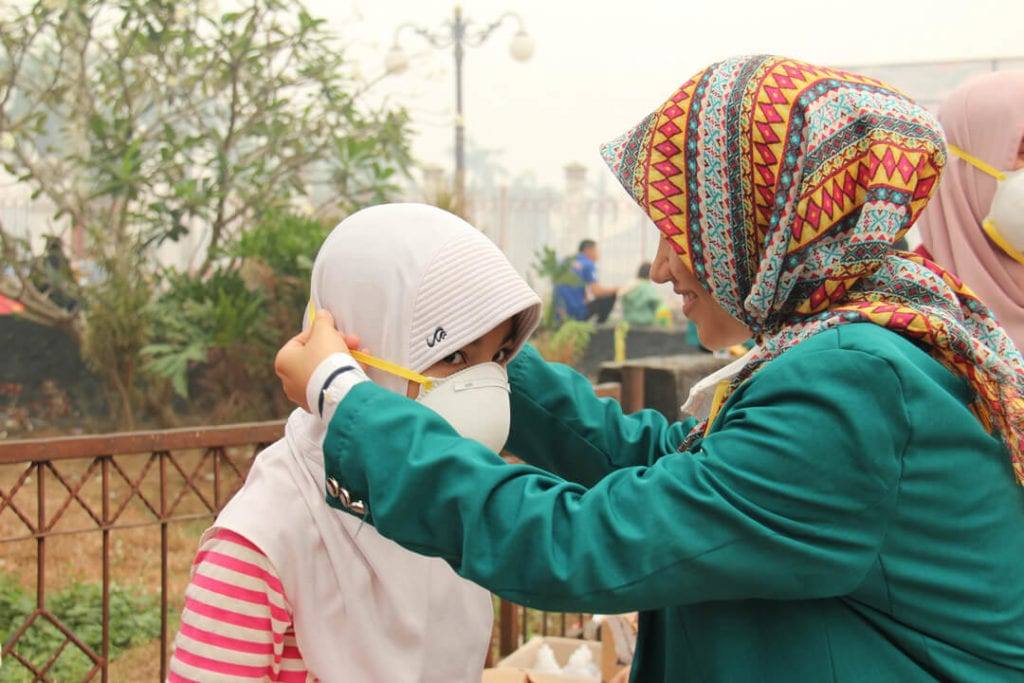 Forest Talk - Dokumentasi Kegiatan Peduli Kesehatan Masyarakat Kota Jambi Tahun 2015 - Pemberian Masker