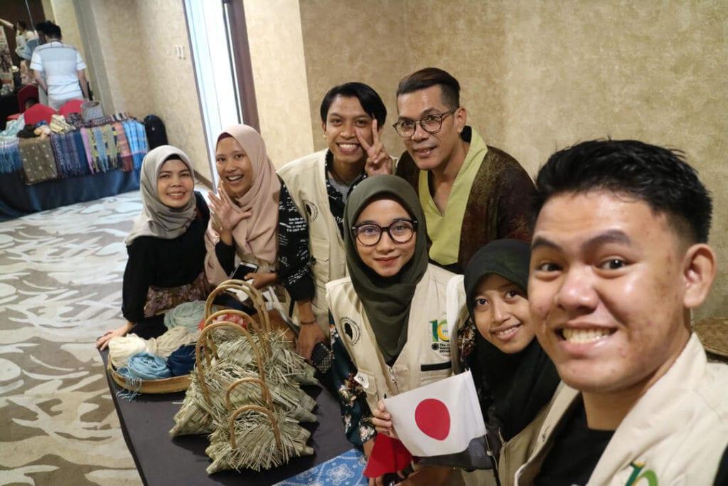Forest Talk - Pentingnya Melestarikan Hutan - Selfie Bersama Kain Vinto