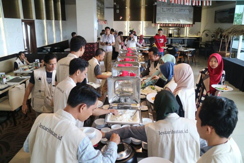 Keseruan Acara Forest Talk With Netizen Jambi - Makan Siang