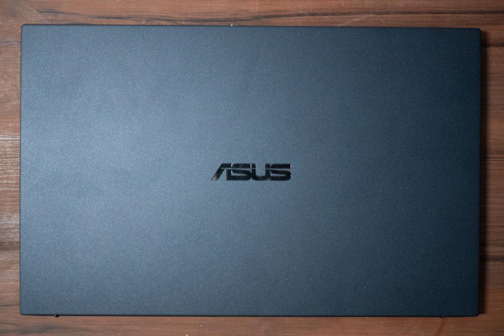 ASUS ExpertBook B9 B9450 - Desain Bagian Depan