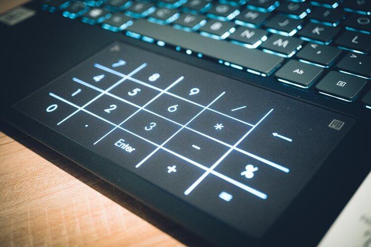 NumberPad 2.0 di ASUS ZenBook 14 (UX425)
