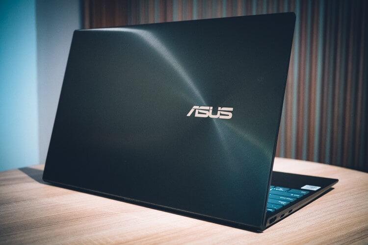 Tampilan Depan ASUS ZenBook 14 (UX425)