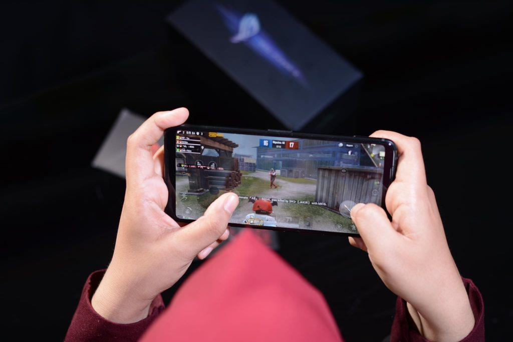 Bermain PUBG Mobile di ROG Phone 3