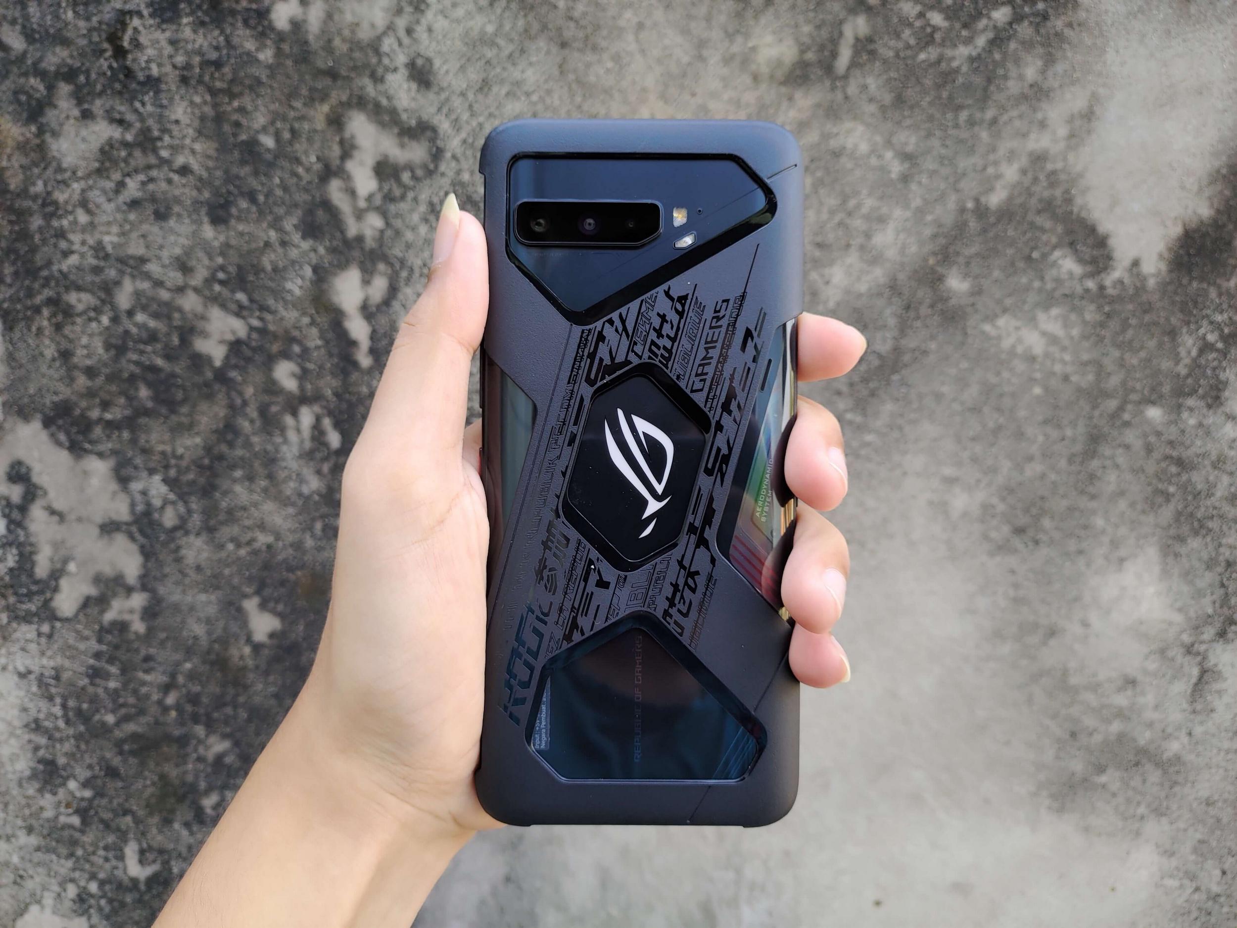 ROG Phone 3 Menggunakan Aero Case