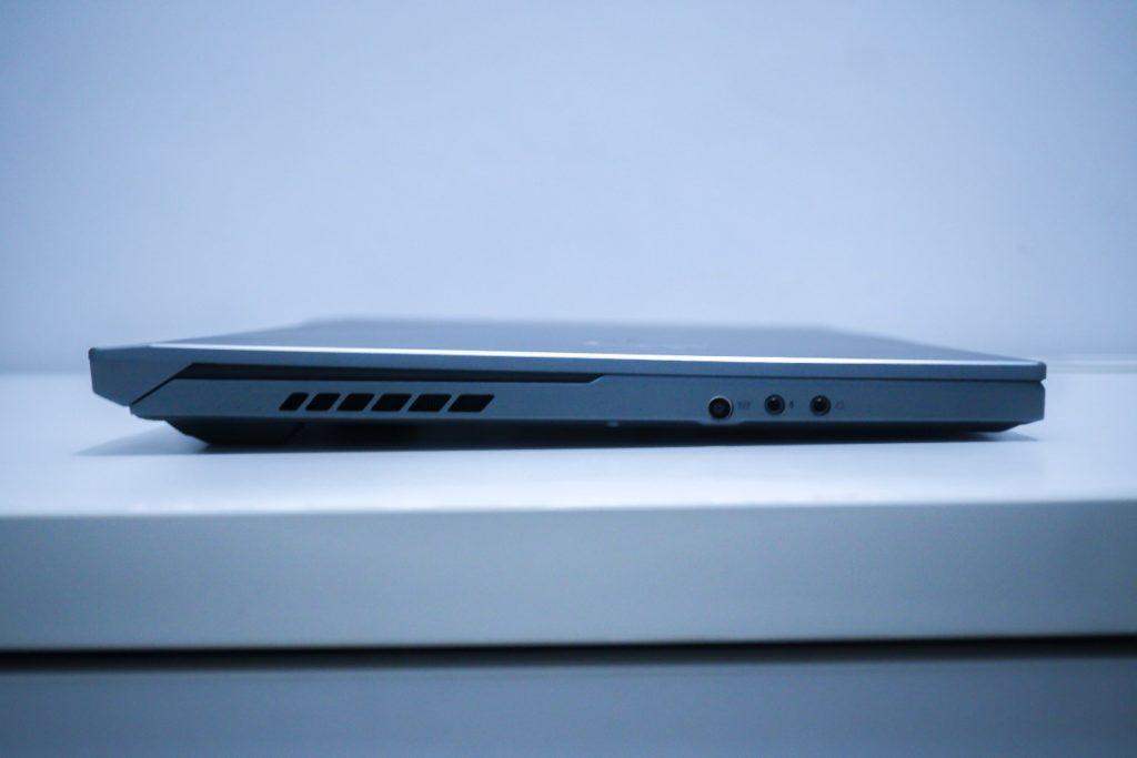 Tampilan Samping Kiri ROG Zephyrus Duo 15 (GX550)